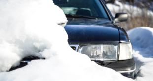 Auto im Schnee 310x165 - Kfz-Schutzdecke – den Mehrwert des Fahrzeugs langfristig erhalten