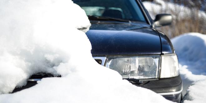 Auto im Schnee 660x330 - Kfz-Schutzdecke – den Mehrwert des Fahrzeugs langfristig erhalten